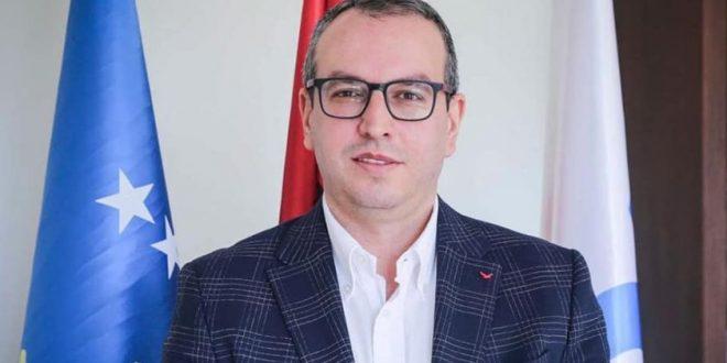 Gjoshi  Vjosa Osmani një e pacipë dhe e padijshme  i shërben grupimit politik të VV së