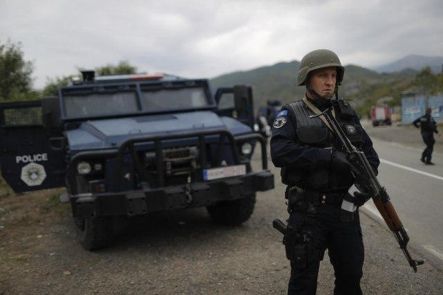 Kosova Online  Policia e Kosovës rrahu tre serbë në Bërnjak  Dragishën  Zoranin dhe Jovanin